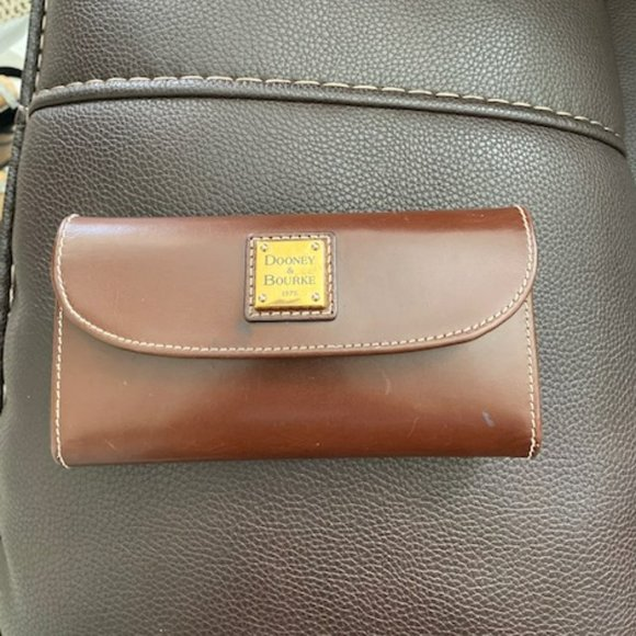Dooney and Bourke Brown Vintage Shiny Wallet EUC